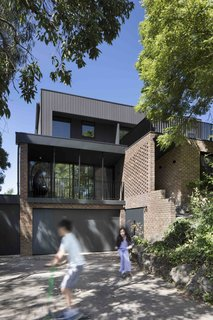 A Remodel Turns a Dark and Choppy House in Melbourne Into a Bright, Flexible Family Home - Photo 4 of 16 -