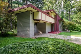 The Frank Lloyd Wright-Designed Louis Penfield House in Ohio Is For Sale For $1.3M - Photo 4 of 16 -