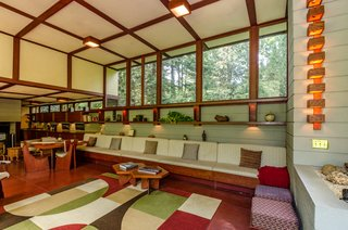 The Frank Lloyd Wright-Designed Louis Penfield House in Ohio Is For Sale For $1.3M - Photo 8 of 16 -