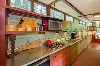 The Frank Lloyd Wright-Designed Louis Penfield House in Ohio Is For Sale For $1.3M - Photo 12 of 16 -