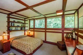 The Frank Lloyd Wright-Designed Louis Penfield House in Ohio Is For Sale For $1.3M - Photo 11 of 16 -