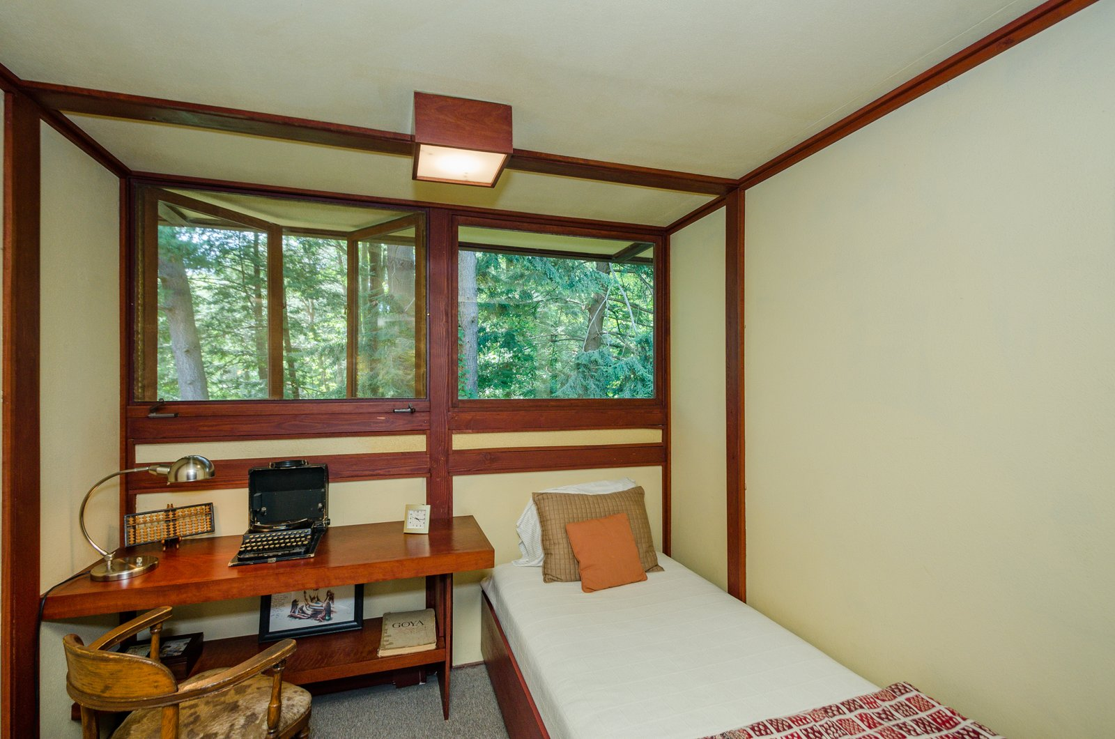 Photo 14 of 17 in The Frank Lloyd Wright-Designed Louis Penfield House in Ohio Is For Sale For $1.3M