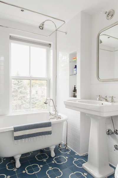 Though not as popular as they used to be, the classic ceramic pedestal sink can elevate bathrooms with more traditional or heritage design concepts. They harmonize will with subway tiled walls and clawfoot bathtubs.