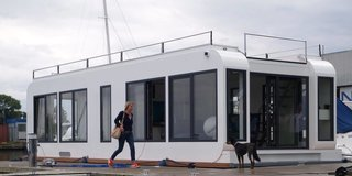 6 Modular Houseboat and Floating Home Manufacturers Around the World - Photo 5 of 6 - German manufacturers Deutsche Composite GmbH patented the composite construction material called RexWall, a lightweight construction concept that they've used in floating structures for more than a decade. Using RexWall sandwich panels, their Propeta series of houseboats are motored and fully licensed for cruising, and can weather waves, tidal changes, and frost. Interior fittings can be customized. The larger model called the Propeta P12, which is close to 40 feet long, can comfortably fit up to 10 beds.
