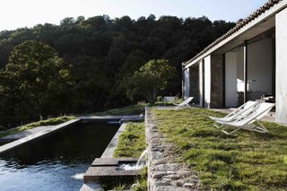 An Abandoned Stable in Spain Is Transformed Into a Sustainable Vacation Home For Rent - Photo 10 of 13 -