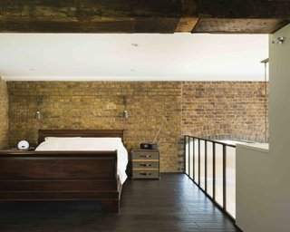 An Old Grain Warehouse on the River Thames Is Transformed Into an Industrial-Modern Home - Photo 10 of 11 -