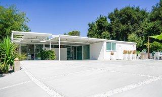Ever Wanted to Stay in a Midcentury House Designed by Pierre Koenig? - Photo 4 of 18 -