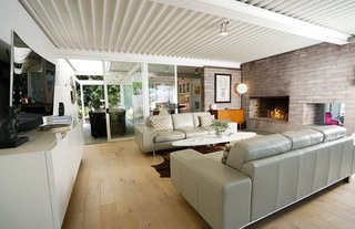 Ever Wanted to Stay in a Midcentury House Designed by Pierre Koenig? - Photo 7 of 18 -