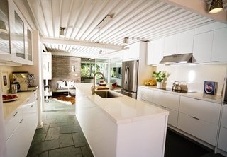 Ever Wanted to Stay in a Midcentury House Designed by Pierre Koenig? - Photo 10 of 18 -