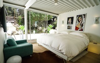 Ever Wanted to Stay in a Midcentury House Designed by Pierre Koenig? - Photo 11 of 18 -