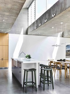 Vaulted Skylights and Concrete Columns Connect This Melbourne Home With the Sun - Photo 5 of 10 -