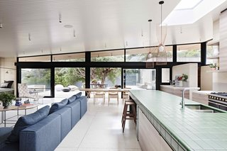 A Layered Home in Coastal Australia That Merges With the Limestone Terrain - Photo 9 of 11 -