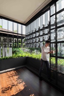 102 Potted Olive Plants Cover the Facade of This Bangkok Home - Photo 7 of 11 -