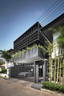 102 Potted Olive Plants Cover the Facade of This Bangkok Home - Photo 9 of 11 -