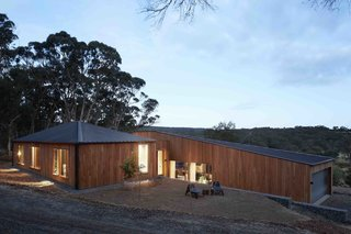 A Bushland Home in Melbourne That's Divided Between Two Pavilions - Photo 1 of 13 -