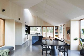 A Bushland Home in Melbourne That's Divided Between Two Pavilions - Photo 4 of 13 -