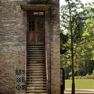 A Chinese Sugar Mill From the 1960s Becomes a Cave-Inspired Hotel - Photo 4 of 17 -