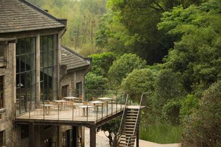 A Chinese Sugar Mill From the 1960s Becomes a Cave-Inspired Hotel - Photo 10 of 17 -