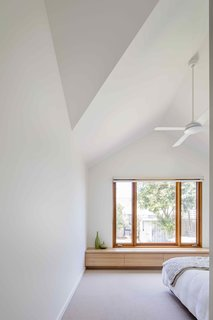 2 New Gable Roofs Brighten Up an Edwardian Cottage in Melbourne - Photo 7 of 11 -