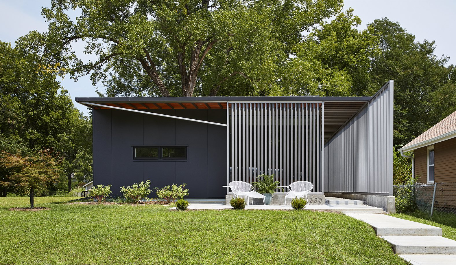 Using insulted metal panels that were rejected from the construction of a tennis center nearby, this sustainable home in Kansas by Studio 804 was inspired by the prefab Lustron houses that were developed in the United States after World War II.