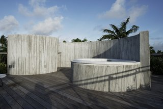 A Restaurateur's Mythical Home in Miami Follows the Path of the Sun - Photo 9 of 14 -