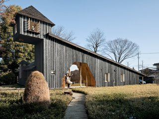 10 Striking Homes Featuring the Japanese Art of Shou Sugi Ban - Photo 5 of 15 - Terunobu Fujimori's original Charred Cedar House exemplifies the respected architect's ecologically-sensitive and energy-efficient approach to architecture.