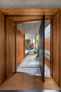 Living Screens Conceal a North Bondi Beach House and a Semi-Indoor Pool - Photo 9 of 18 -