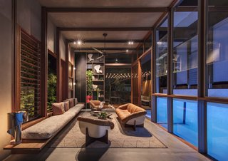 Living Screens Conceal a North Bondi Beach House and a Semi-Indoor Pool - Photo 7 of 18 -