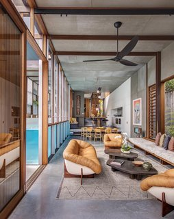 Living Screens Conceal a North Bondi Beach House and a Semi-Indoor Pool - Photo 2 of 18 -