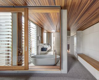 Living Screens Conceal a North Bondi Beach House and a Semi-Indoor Pool - Photo 15 of 18 -
