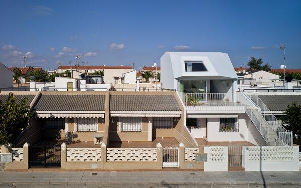 A Spanish House's Addition Looks Like an Ultra-Modern Helmut