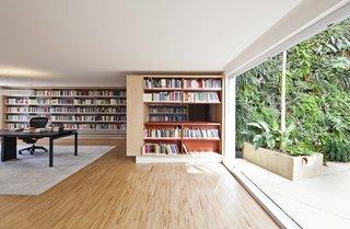Living Green Walls Bring Jungle Vibes Into a Brazilian Apartment - Photo 9 of 16 -