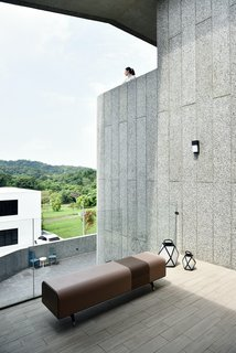 A Serpentine Wall in This Taiwanese Home Divides Public and Private Space - Photo 10 of 14 -
