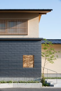 A Super-Insulated Home in Japan Brings Comfort to an Elderly Couple - Photo 4 of 14 -