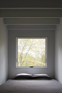 A Minimalist Retreat Rises From Old Stone Walls in Hudson Valley - Photo 9 of 12 -