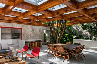 This Brilliant Brazilian Abode Was Designed Around an Imposing Tree - Photo 5 of 11 -