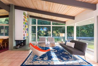 An Immaculate Midcentury Abode in San Diego Asks $1.55M - Photo 9 of 12 -