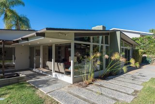 An Immaculate Midcentury Abode in San Diego Asks $1.55M - Photo 2 of 12 -