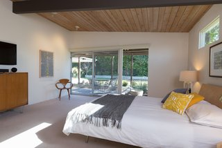 An Immaculate Midcentury Abode in San Diego Asks $1.55M - Photo 4 of 12 -