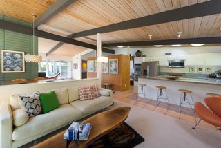An Immaculate Midcentury Abode in San Diego Asks $1.55M - Photo 6 of 12 -