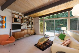 An Immaculate Midcentury Abode in San Diego Asks $1.55M - Photo 7 of 12 -