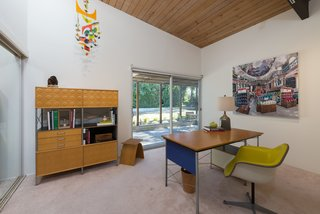 An Immaculate Midcentury Abode in San Diego Asks $1.55M - Photo 8 of 12 -
