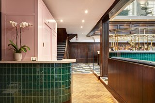 A Historic Church in London Hosts a New Cantonese Restaurant and Art Gallery - Photo 7 of 15 -
