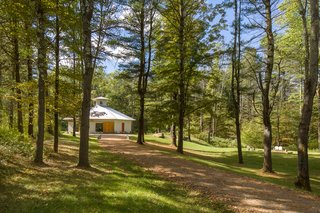 A Modern Octagonal Barn House in Upstate New York Asks $1.28M - Photo 7 of 12 -