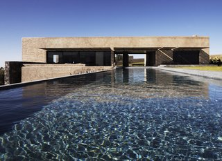 4 Enchanting Moroccan Villas by French Duo Studio KO - Photo 6 of 10 - A perpendicular pool in Villa K