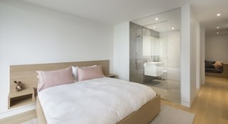 A Lakeside Retreat in Quebec Looks Sharp With a Blade-Like Roof - Photo 6 of 13 - A fuss-free, elegant, and modern bedroom