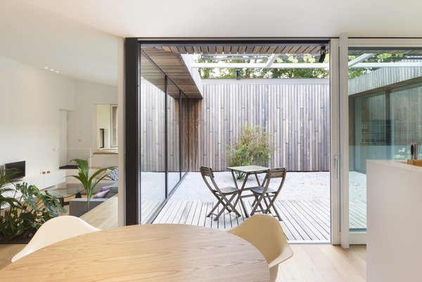 The courtyard allows light to penetrate deep into the room.
