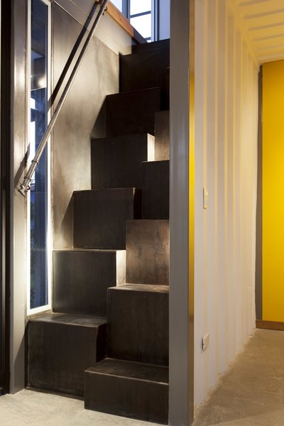 A split thread staircase leads up to the bedroom.