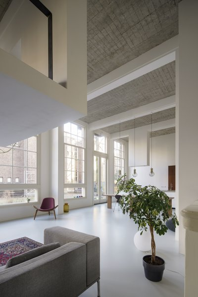16.4-feet-high ceilings allowed for the creation of new intermediate floors and intimate mezzanines.
