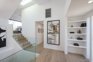 Red Hot Chili Peppers Frontman Anthony Kiedis' Former L.A. Abode Asks $3.2M - Photo 13 of 13 - Skylights brighten the stairs and corridor.